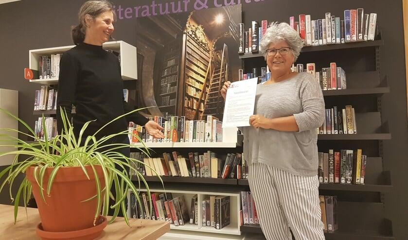 Joanne Penning (Samen voor De Bilt) en Dorine Donders (Bibliotheek Idea Bilthoven.