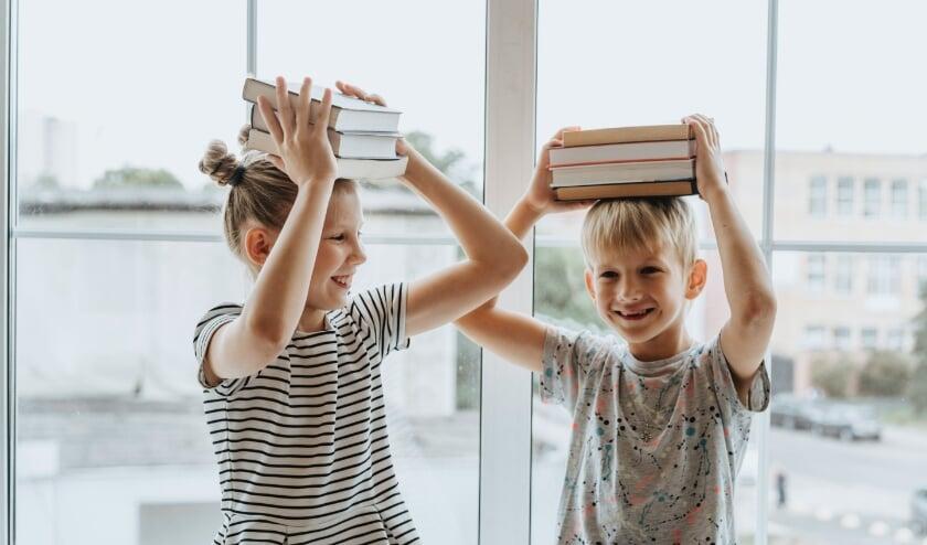 Kinderen ontdekken de werelden van vroeger in de boeken van nu.