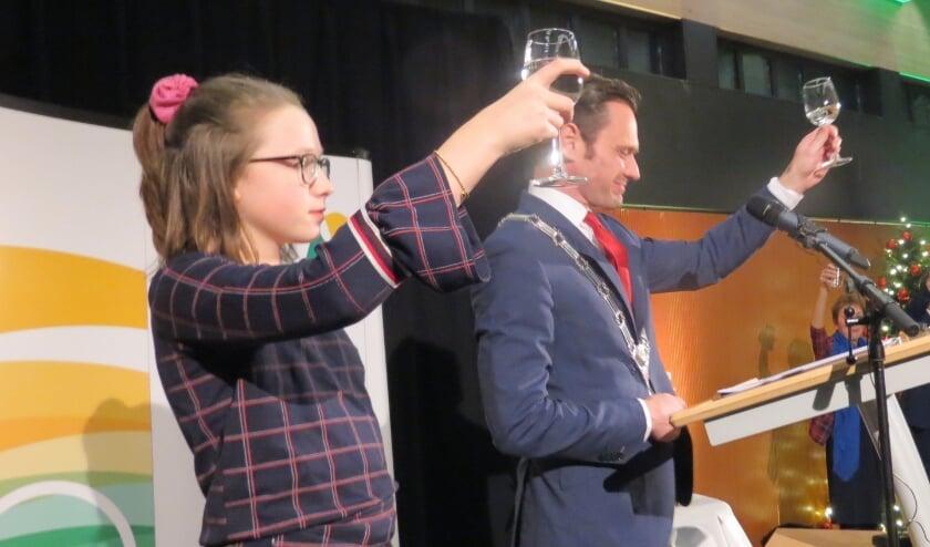De kinderburgemeester vergezelt vaak de burgemeester bij officiële gelegenheden [foto Guus Geebel]