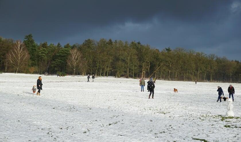 Naar buiten in de sneeuw