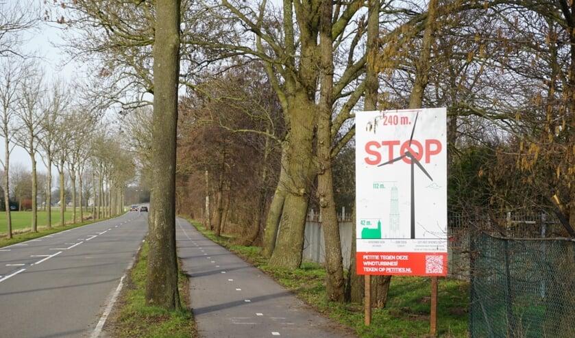 Met 1036 handtekeningen strijden de actievoerders tegen windturbines in Groenekan, de Nieuwe Wetering, Bilthoven voort