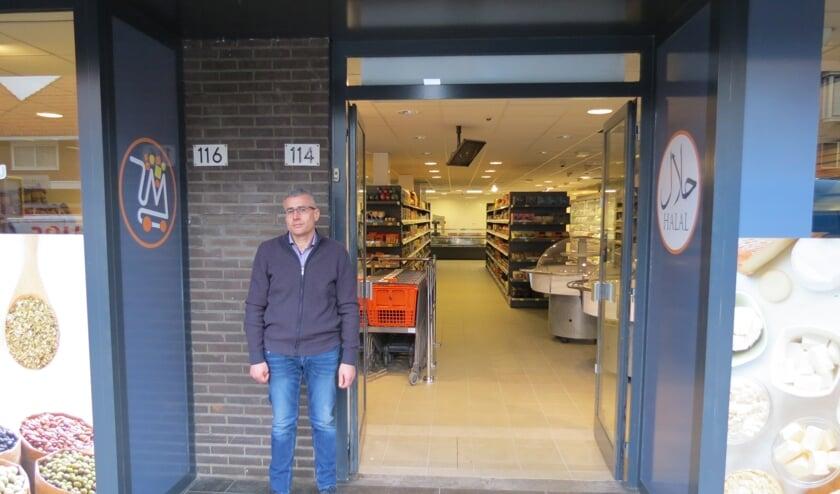 Moris Zakko heeft de deuren van zijn supermarkt aan de Hessenweg geopend.