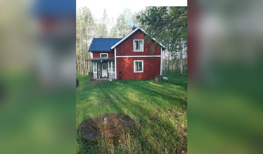 Het huis met bos, dat Freek en Marcella de Graaf in Zweden hebben gekocht en waar zij vanaf 23 april hun intrek gaan nemen.
