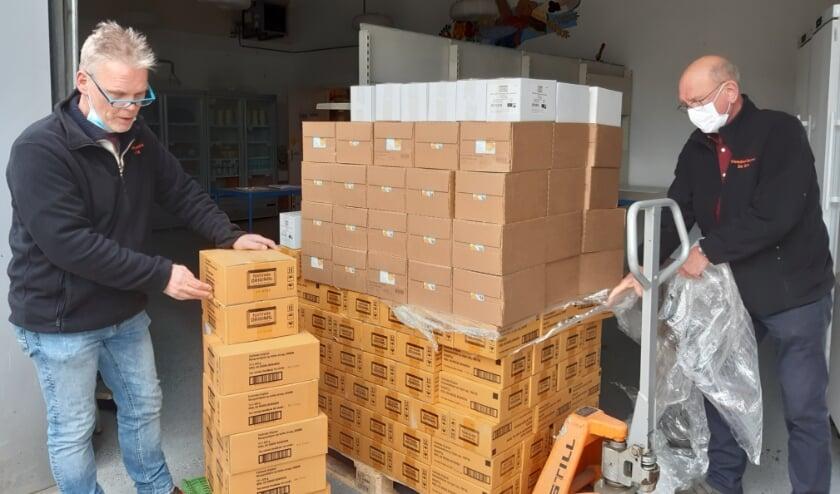 De fairtrade producten worden bij de Voedselbank in De Bilt aangeleverd.