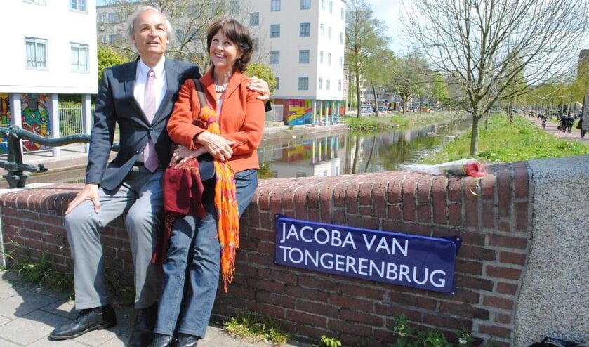 Paul en Els van Tongeren op de Jacoba van Tongerenbrug in Amsterdam'. (foto 2018)