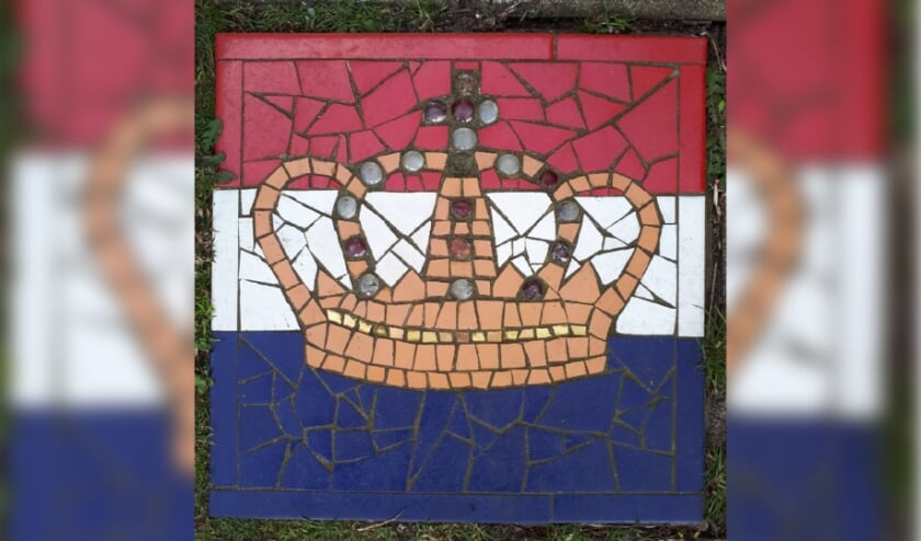 <p><em>De tegel bij de familie Kroon (Zorgvliet in De Bilt) doet niet mee bij de speurtocht, maar is wel toepasselijk.</em></p>