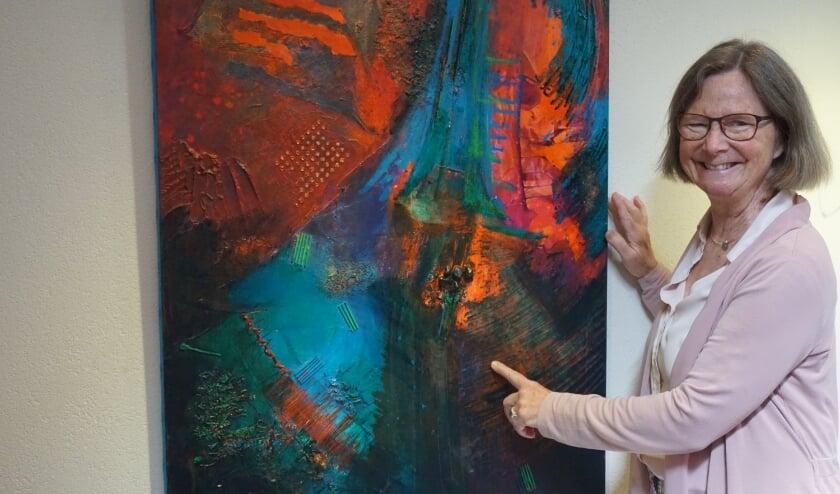 Claudie bij een van haar werken.