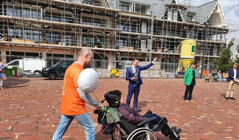 <p><em>Na het startschot van burgemeester Sjoerd Potters, gaat team Astrid als eerste van start.</em></p>