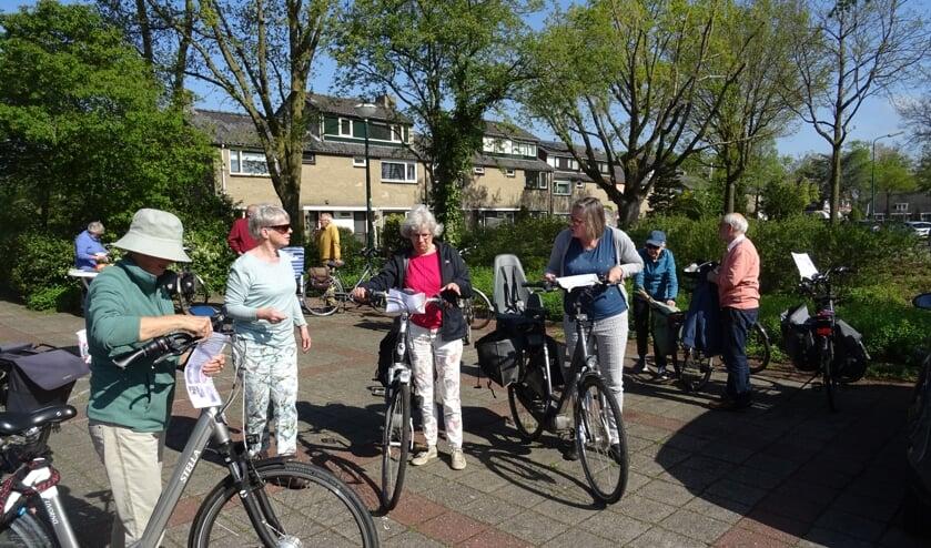 AZM leden bij de start van de fietstocht.
