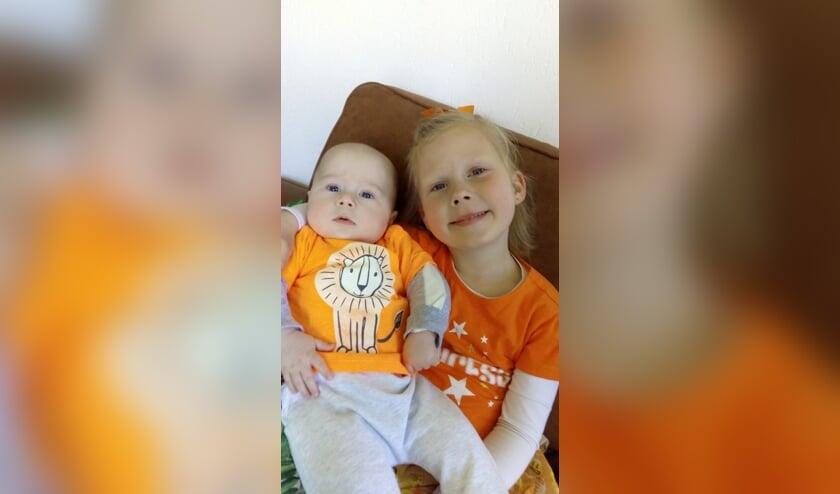 Dyesslynn en Dyamairho hebben al snel het Westbroekse oranjegevoel te pakken.
