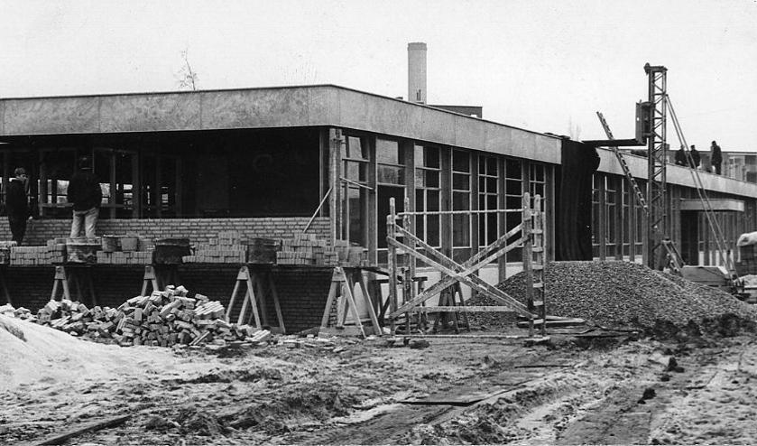 <p><em>Het atelier startte in 2014 in de voormalige Jan Ligthartschool aan de Orionlaan in Bilthoven. (foto - van de bouw ervan in de vorige eeuw - van Ad Kon in het Utrechts archief)</em></p>