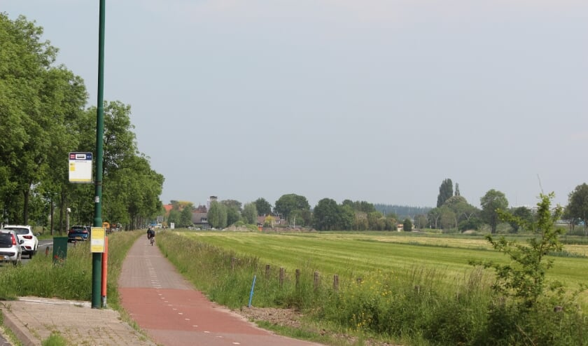 Het zonnepanelenfietspad wordt aangelegd tussen de bushalte Maartensdijk (Achterwetering) en de rotonde met de Dorpsweg.