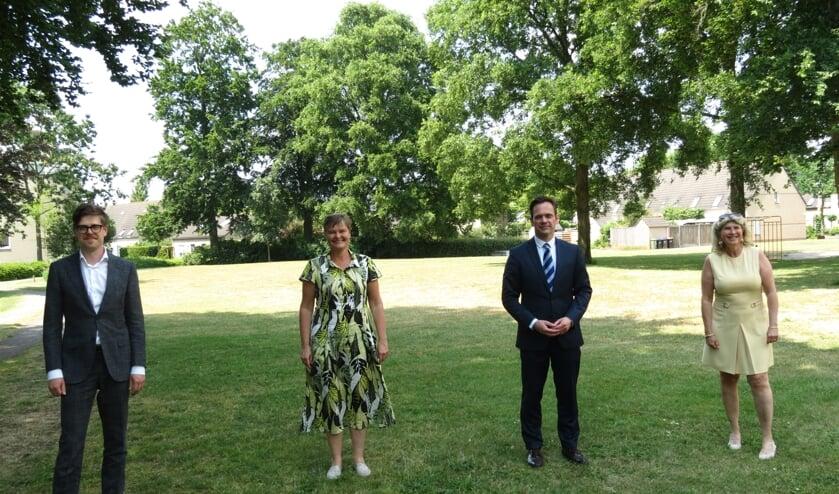 V.l.n.r. de wethouders Dolf Smolenaers en Anne Brommersma, burgemeester Sjoerd Potters en wethouder Madeleine Bakker.