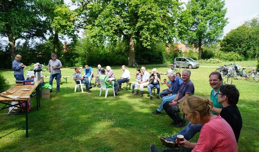 Vrijwilligers Boetzelaerspark weer aan de slag