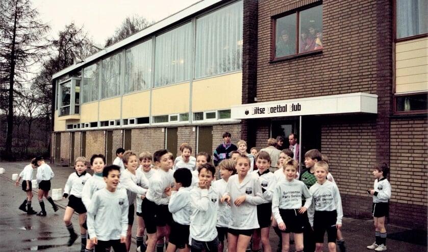 Deze foto van de heropening van het BVC-paviljoen op sportpark Larenstein (1992) sierde ook de jubileumuitgave t.g.v. het 75-jarig bestaan van BVC in 1996. (foto Dirk Catoen)