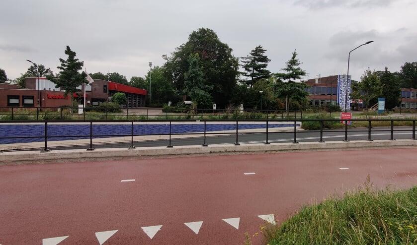 <p><em>Op verzoek van de Veiligheidsregio Utrecht (VRU) kunnen enkele aanpassingen aan de naastgelegen brandweerpost worden uitgevoerd met o.a. mogelijkheden voor een veiliger verkeersontsluiting.</em></p>
