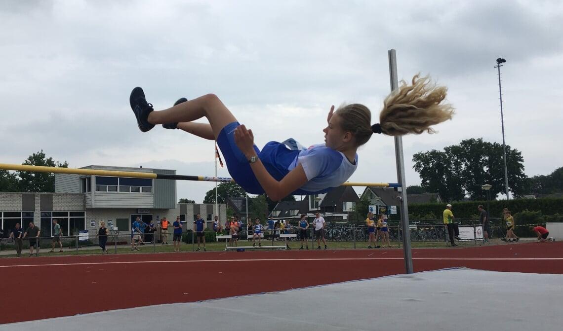 Iris van Sluisveld eindigde op plaats 2 bij het hoogspringen van de competitie.