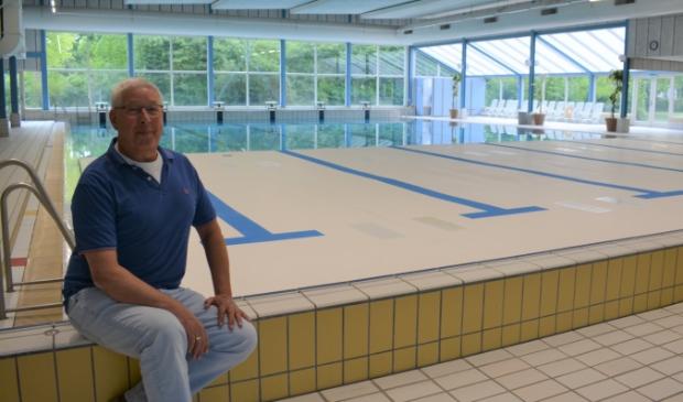 """""""De bodem van het zwembad is omhoog om de warmte goed vast te houden"""", aldus Willem Verwoerd."""