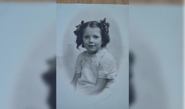 Rika Groeneveld op 9-jarige leeftijd.