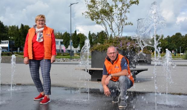 Anja en Jan Grolleman van Oranjevereniging Elburg.