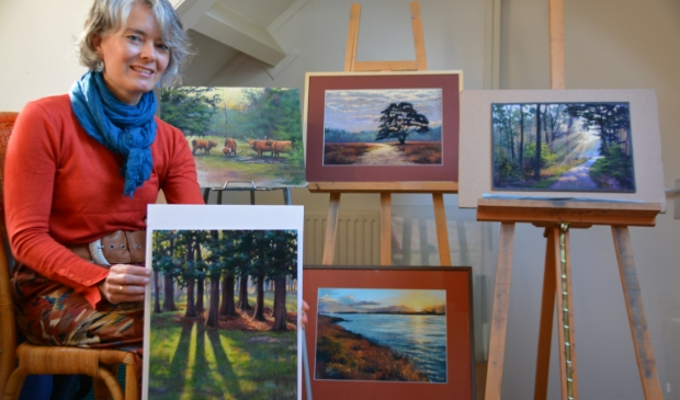 <p>&nbsp;Esther Visser exposeert met pastelkrijtwerken in De Schakel.&nbsp;&nbsp;</p>