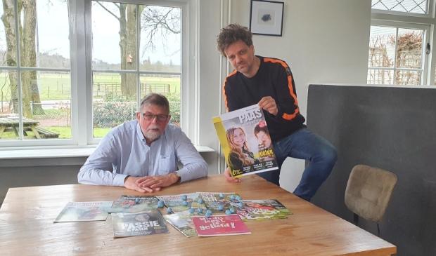 <p>&nbsp;Gerard van der Velde en Jaap Slager met de 10e editie van het Paasmagazine.&nbsp;</p>