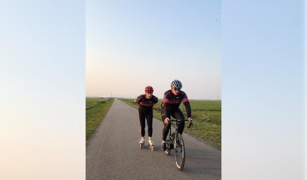 <p>&nbsp;Andr&eacute; Klompmaker aan het trainen voor een uitdaging van 200km op de skeelers.&nbsp;</p>