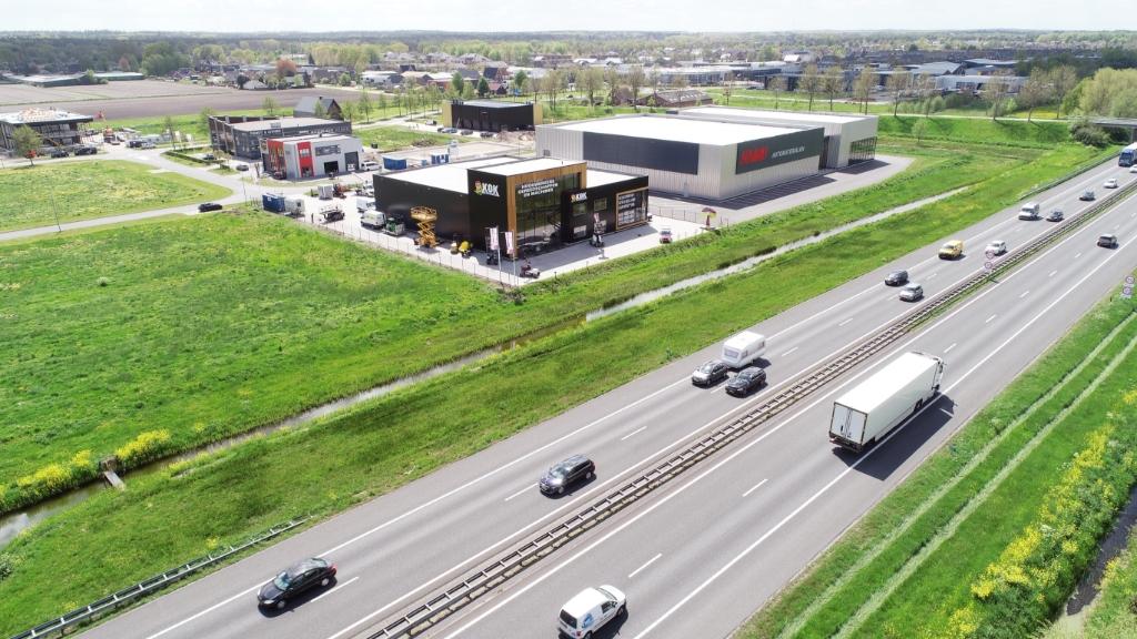 Kok Verhuur op zichtlocatie langs de A28.  © De Veluwe Koerier