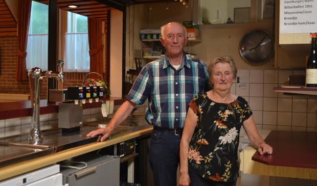 <p>&nbsp; Jan en Dikkie Vlieger in de keuken, die ze in 1985 hebben opgeknapt.&nbsp;</p>