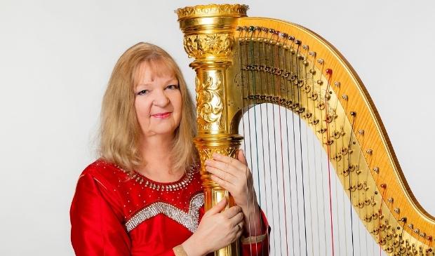 <p>Harpist Regina Ederveen</p>