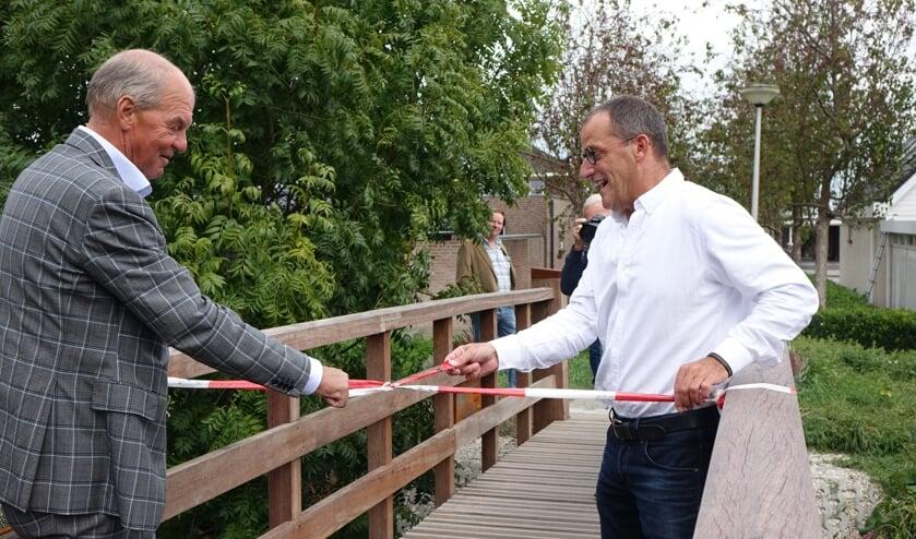 • Wethouder Quik en Aco Wallaard openen de brug.
