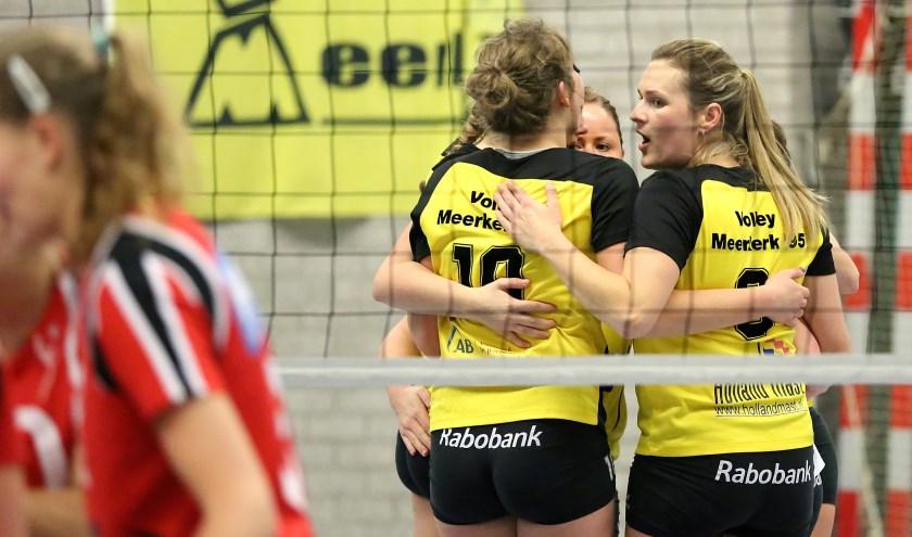 Volley Meerkerk'95 won twee sets in en tegen Rijswijk.