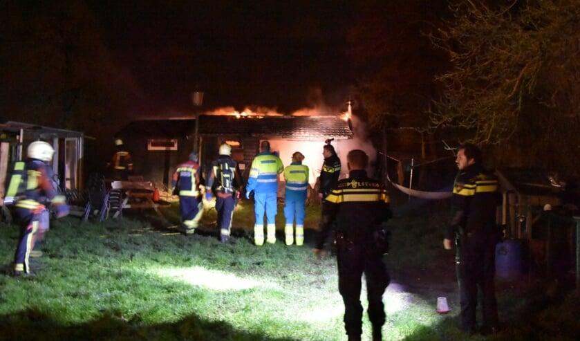 • Alle hulp kwam voor de bewoner van de chalet helaas te laat. Foto: AS Media