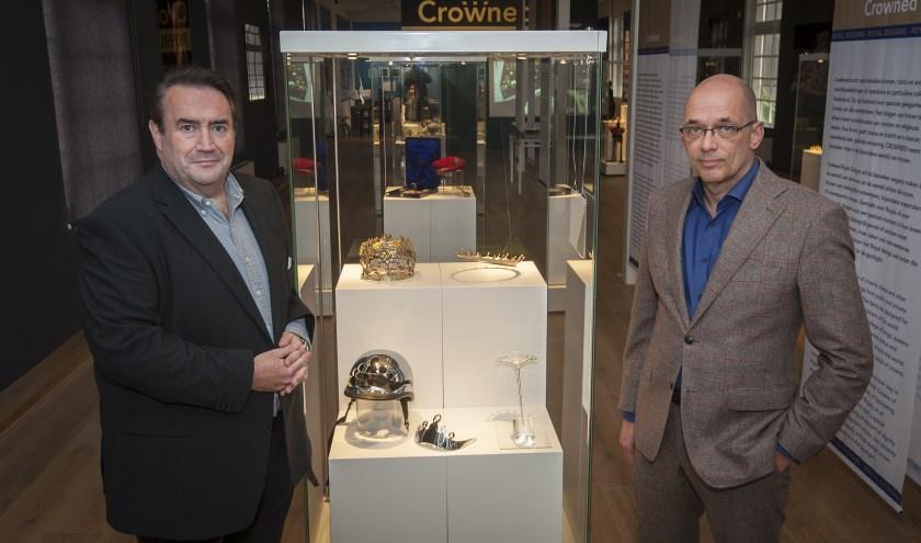 • Royalty-specialist Marc van der Linden en Zilvermuseum-directeur Marcel Teheux bij de opening. (foto: wijntjesfotografie.nl)