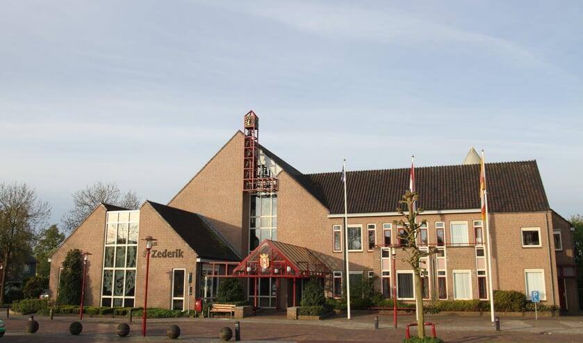 • Het voormalige gemeentehuis van Zederik is één van de drie werklocaties van de gemeente Vijfheerenlanden.
