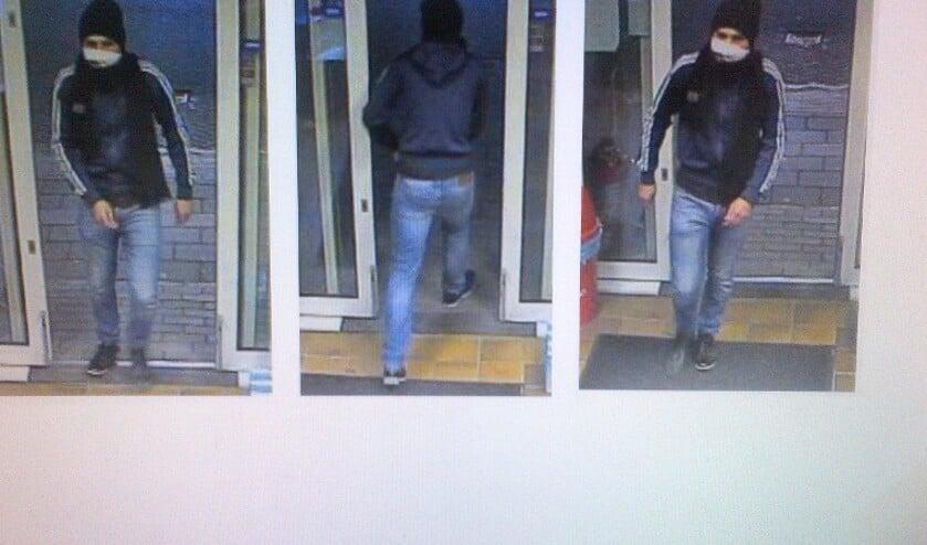 • De politie laat ook beelden van de dader zien.
