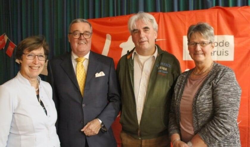 Het dagelijks bestuur van het Rode Kruis IJsselstein – met nieuwe voorzitter Coert van Ee – viert feest en zoekt jonge vrijwilligers. (Foto: Lysette Verwegen)