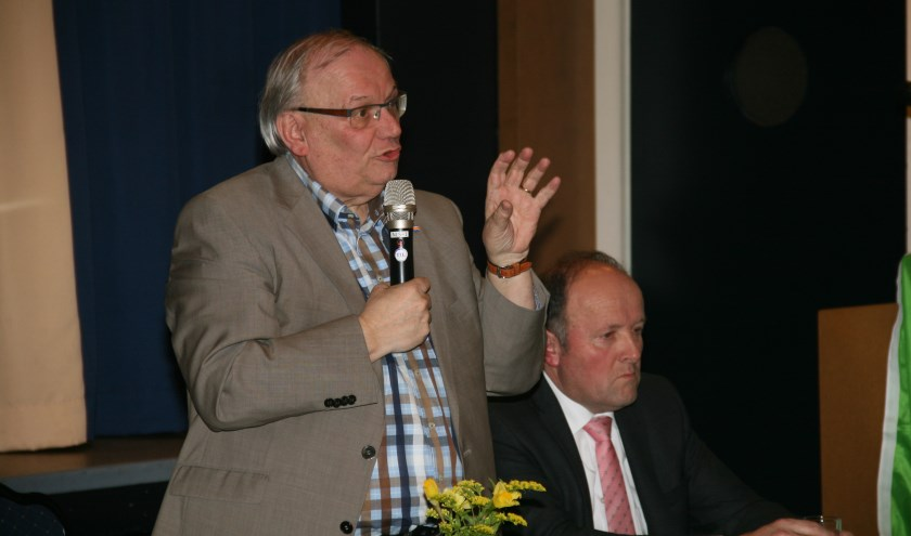 • Wethouder Bart Bruggeman tijdens de forumdiscussie in Noordeloos. (foto: Dick Aanen)