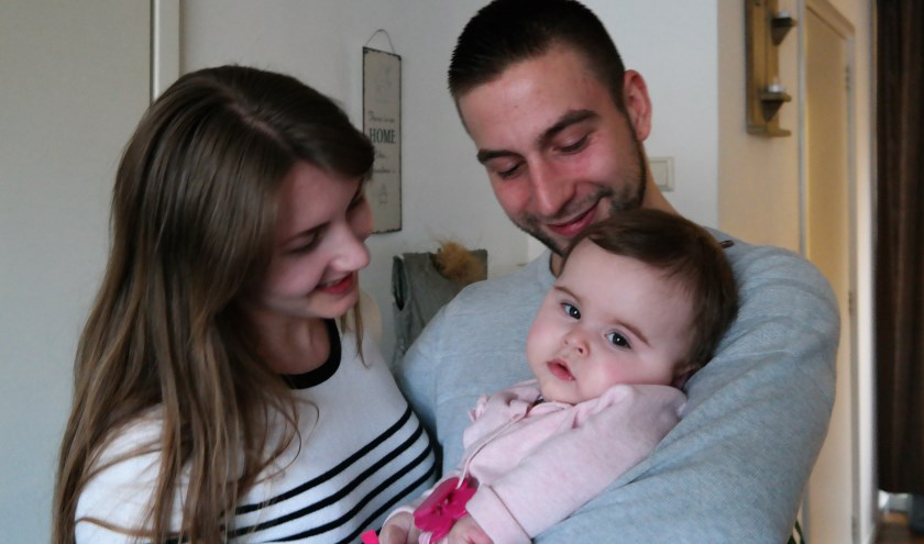 • Tessa en Lorenzo met hun Emilia.