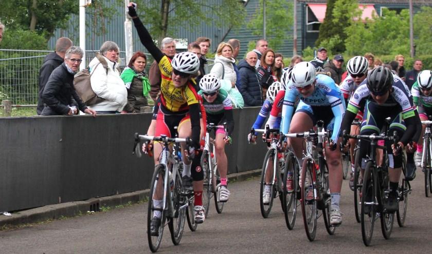 • Ingrit Verhoeff is de rapste in de sprint en pakt de districtstitel.