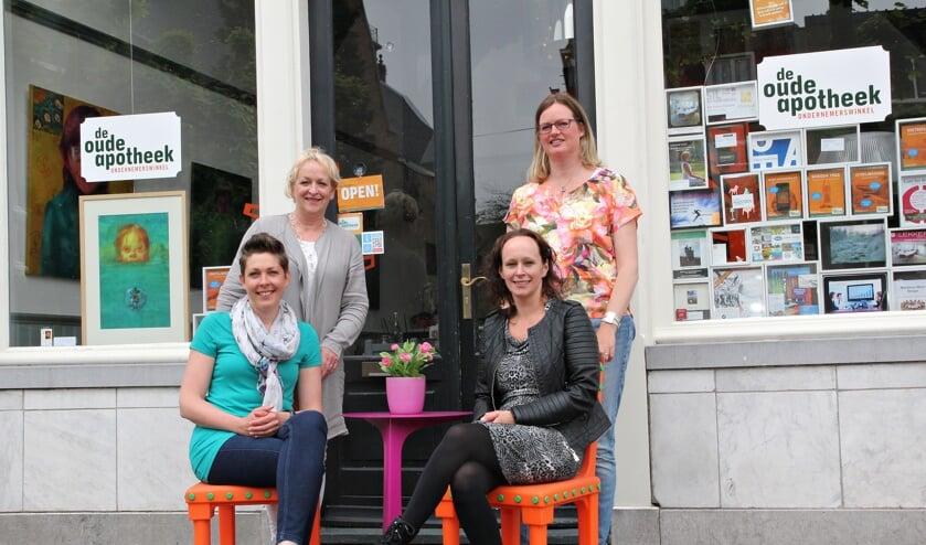 • Klaartje Plancken, Lia Steeman, Marjolein Vink en Chantal van den Heuvel voor De Oude Apotheek.