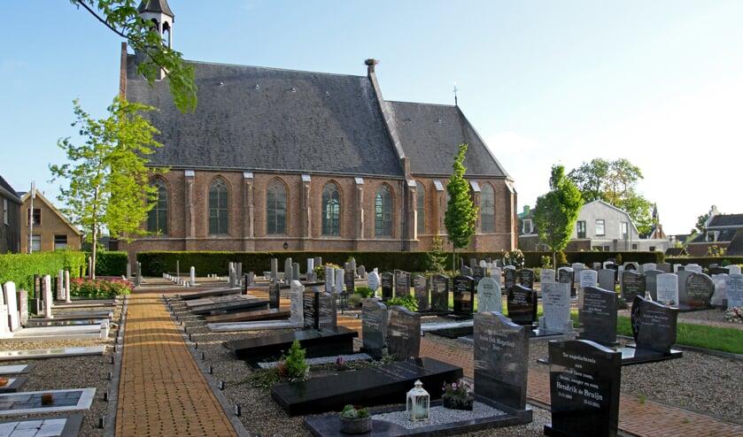 <p>• De begraafplaats van Molenaarsgraaf.</p>