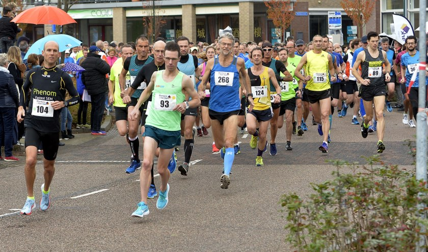 De start van de Vestingstad Run vanaf 't Rond in Woudrichem.