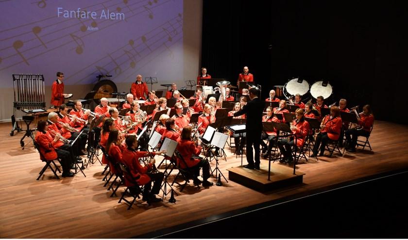 • Fanfare Alem tijdens het concours in De Schalm in Veldhoven.