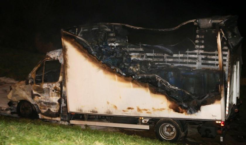 • De vrachtwagen zal vol met jerrycans en tonnen, waarschijnlijk met drugsafval er in.