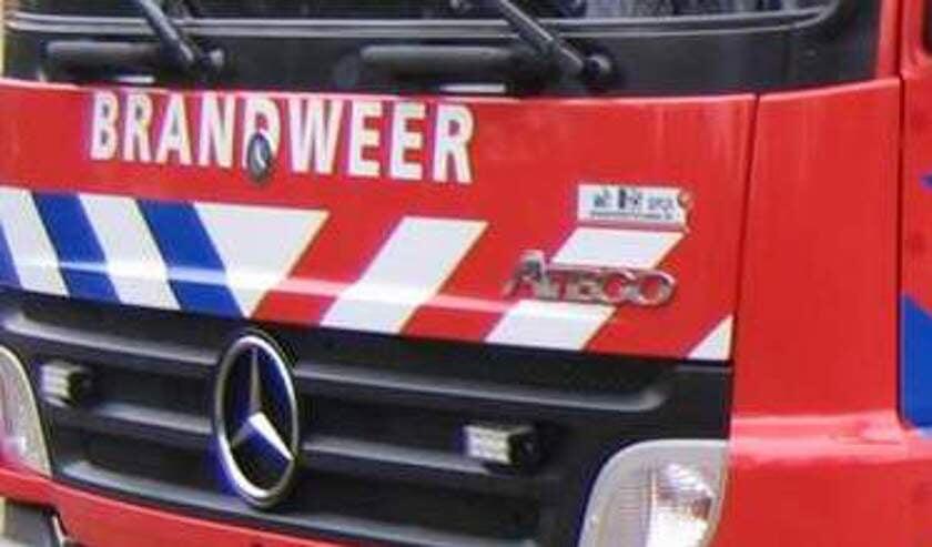 • De brandweer bluste de brandende auto.