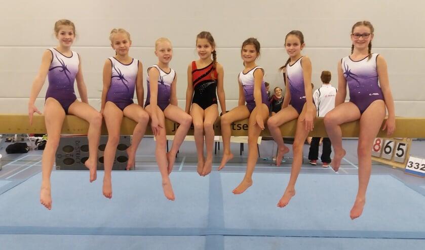 • Van links naar rechts: Sarah van Dortmont, Yara Struik, Lotus Klijsen, Mara Belle, Ziva Raams, Britte Verduin, Femke van der Stelt