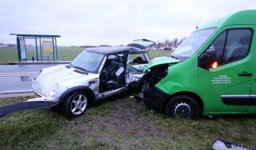 • Het busjes was aan het inhalen ter hoogte van het kruispunt waar de automobilist wilde afslaan.
