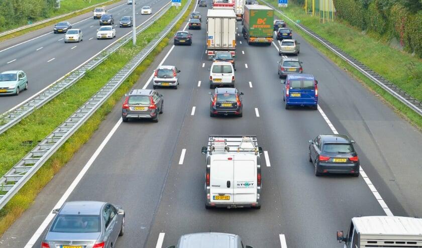 <p>&bull; Tussen Alblasserdam en Papendrecht is de A15 al drie rijstroken breed.</p>