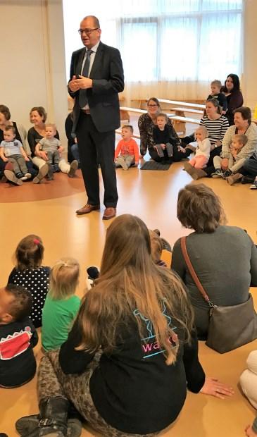 • Wethouder Piet Vat geeft de aftrap voor Gezond Nieuw-Lekkerland.